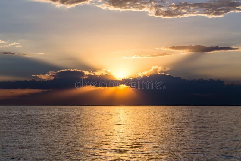 Opinião mágica do por do sol imagem de stock royalty free