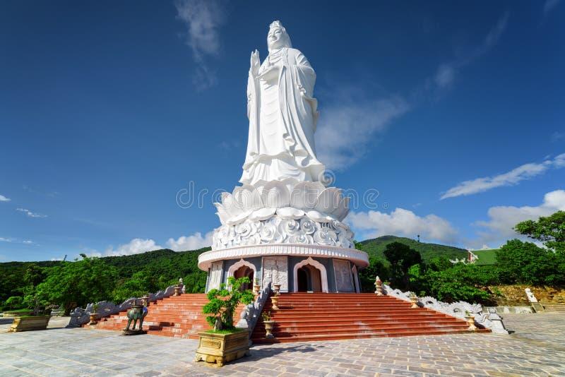 Opinião majestosa a senhora Buddha o Bodhisattva da mercê fotos de stock royalty free