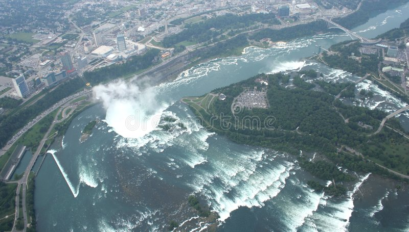 Opinião Niagara Falls de Canadá fotografia de stock royalty free