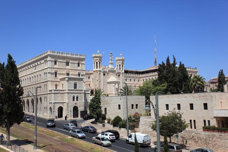 Opinião Notre Dame do centro do Jerusalém foto de stock