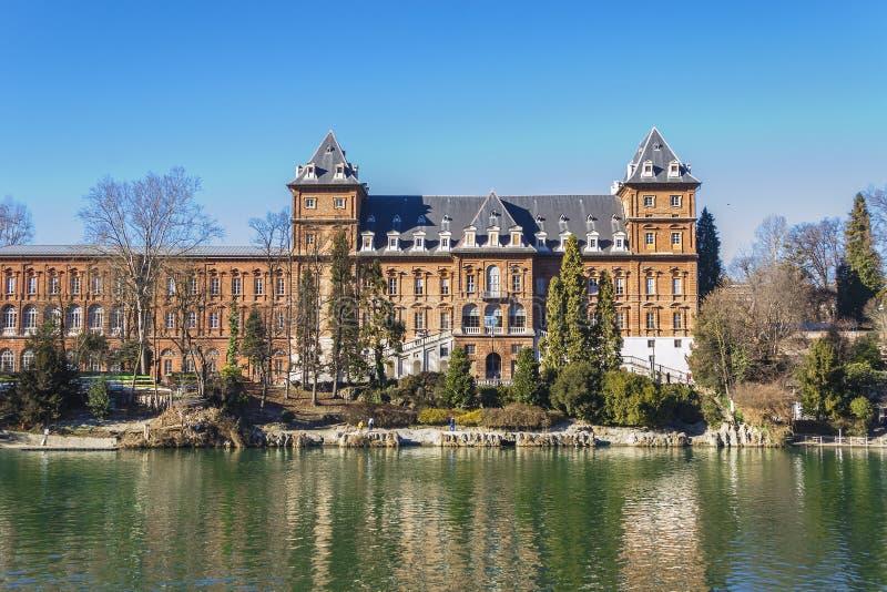 Opinião o Castello del Valentino em Turin Piedmont, Itália fotografia de stock royalty free