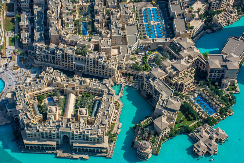 Opinião o Souk Al Bahar From Burj Al Khalifa, Dubai imagens de stock