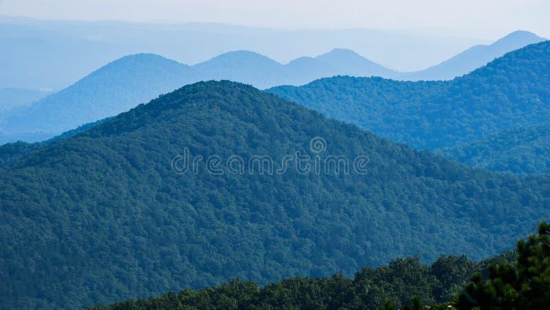 Opinião obscura Ridge Mountains azul, Virgínia, EUA imagem de stock royalty free
