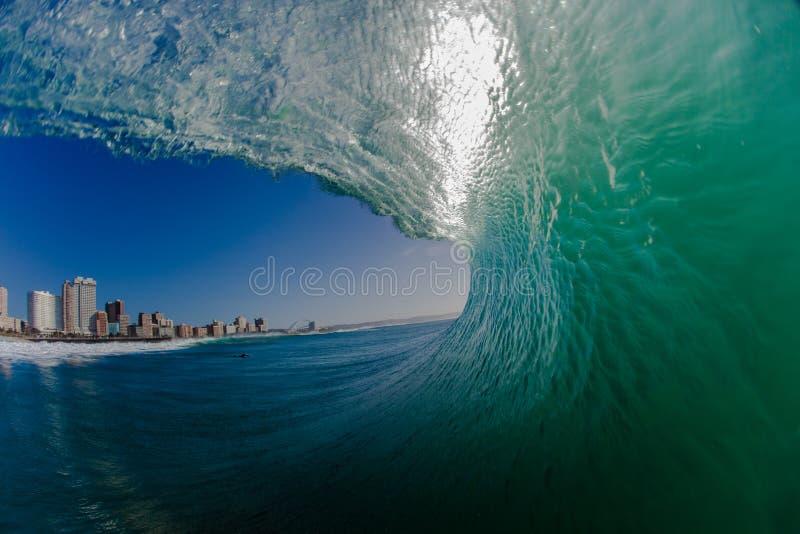 Opinião oca da água da onda de oceano fotografia de stock royalty free