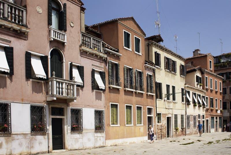 Opinião os povos que andam em Veneza fotografia de stock royalty free