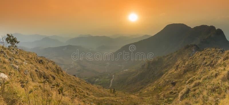 Opinião panorâmico bonita do por do sol de Bandipur fotografia de stock