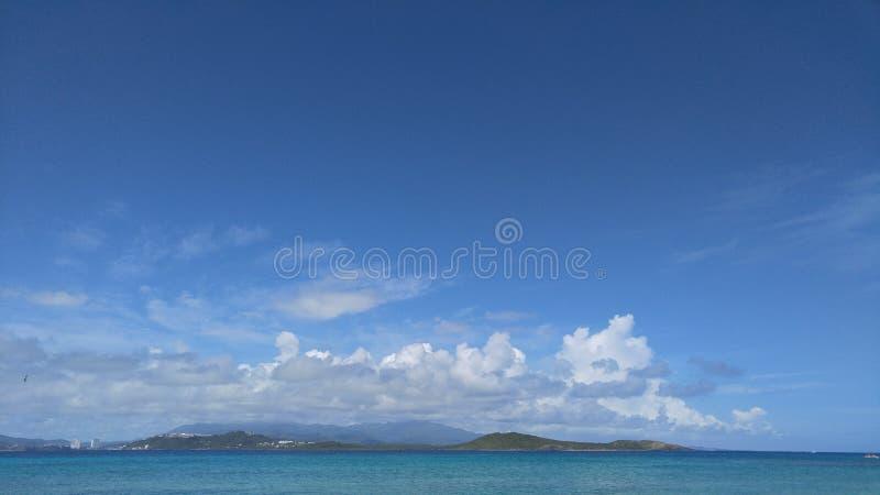 Opinião Porto Rico do EL Yunque da praia dos Icacos imagens de stock