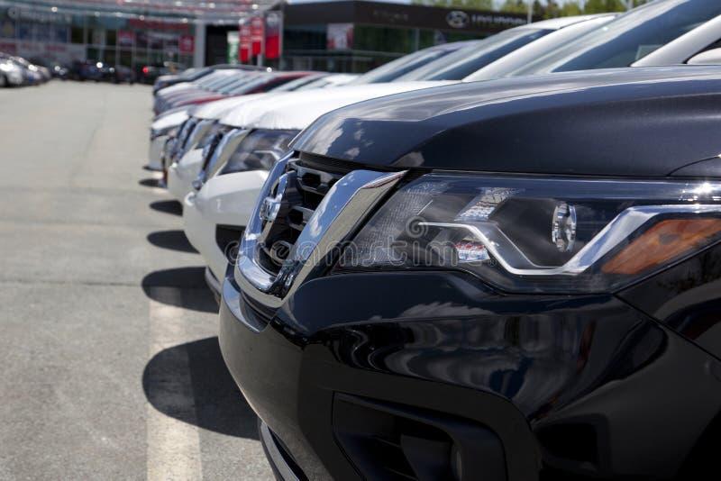 Opinião próxima Nissan Pathfinder novo no preto fotografia de stock