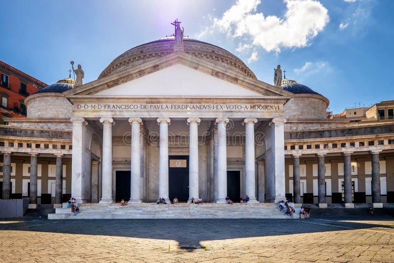 Opinião Praça del Plebiscito, Nápoles, Itália foto de stock