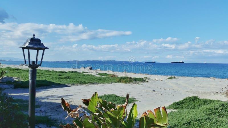 Opinião siciliano da praia na mola imagem de stock