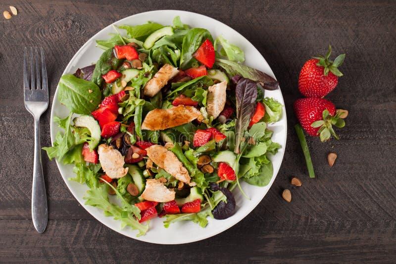 Opinião superior alaranjada de Honey Balsamic Salad da morango fotos de stock royalty free