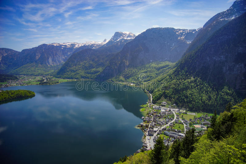Opinião superior da mina de sal de Hallein - Salzka da vila de Hallstatt fotos de stock royalty free