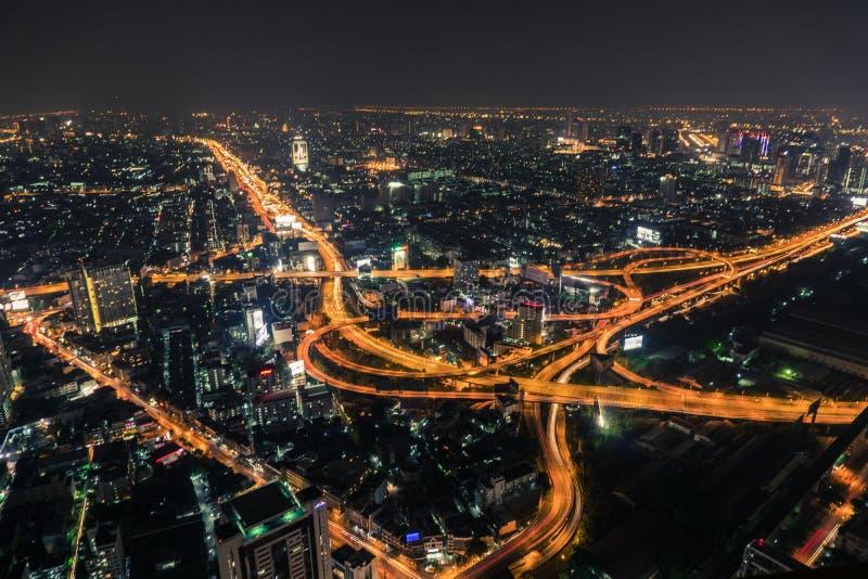 Opinião superior da via expressa e da estrada de Banguecoque, Tailândia imagem de stock royalty free