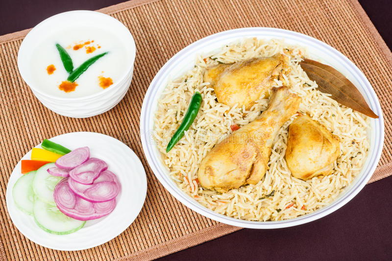 Opinião superior de Biryani da galinha foto de stock