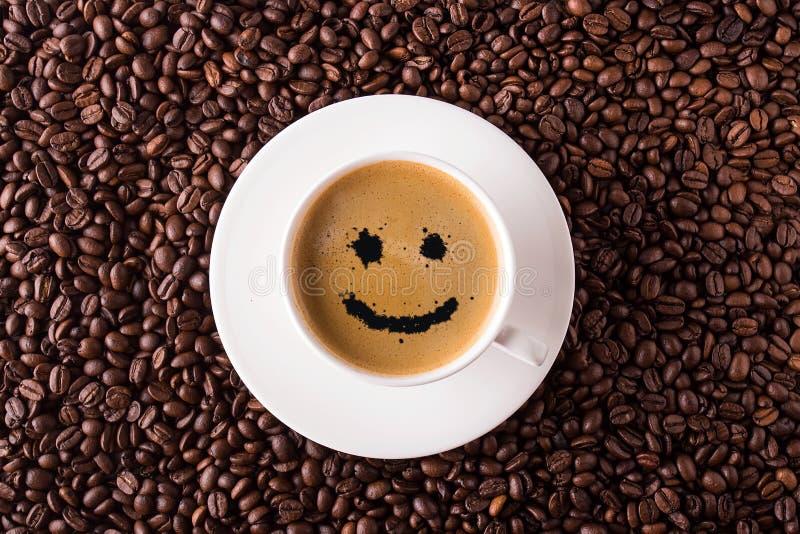 Opinião superior de copo de café com sorriso foto de stock royalty free