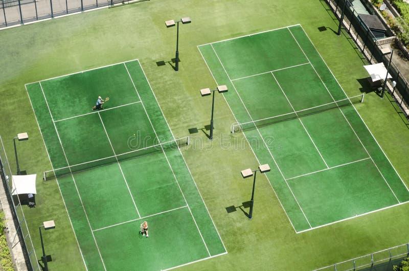 Opinião superior do campo de tênis fotografia de stock