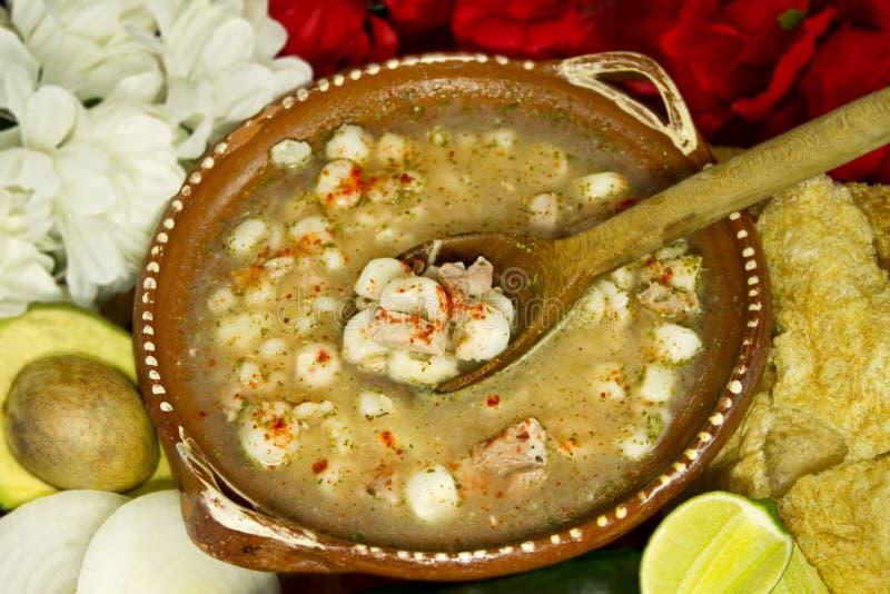 Opinião superior do prato mexicano de Pozole fotos de stock royalty free