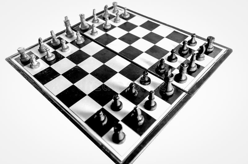 Opinião superior do tabuleiro de xadrez preto e branco isolada fotos de stock