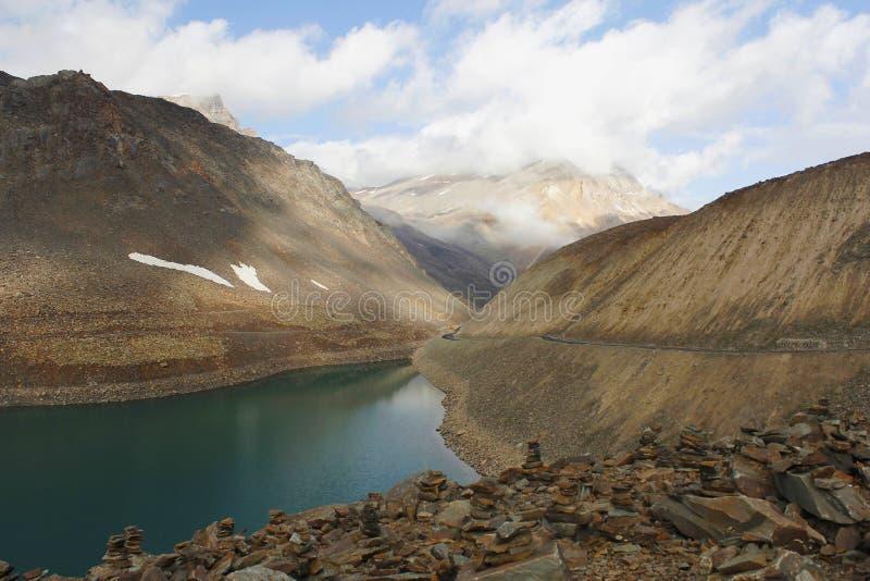 Opinião Suraj Taal de Himachal Pradesh, Índia fotos de stock royalty free