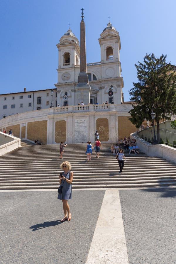 Opinião surpreendente as etapas espanholas e a Praça di Spagna na cidade de Roma, Itália foto de stock