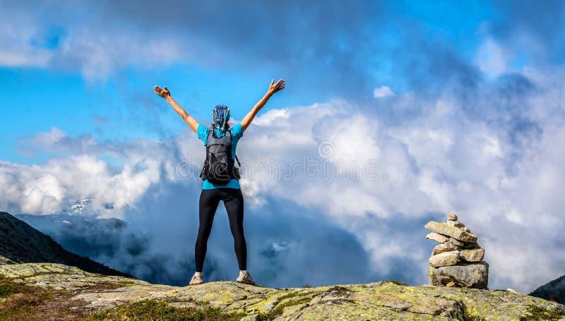 Opinião surpreendente da natureza na maneira a Trolltunga Lugar: Scandina imagem de stock royalty free