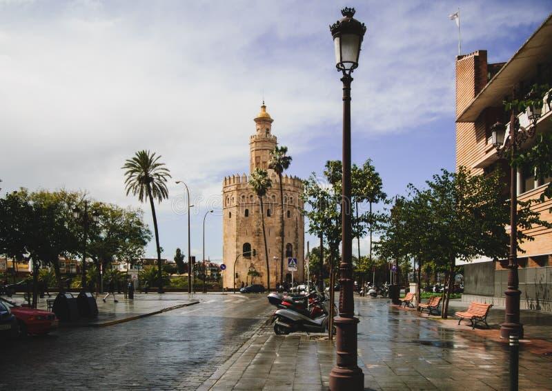 Opinião Torre del Oro em Sevilha, Espanha imagem de stock royalty free