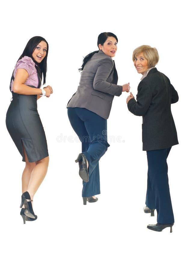 Opinião traseira as mulheres que funcionam e que olham para trás fotos de stock royalty free