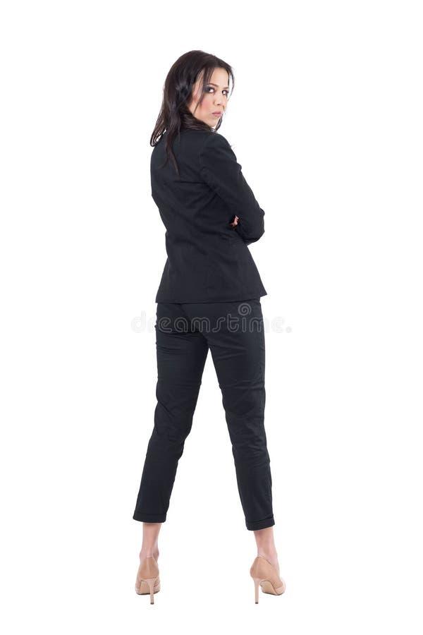 A opinião traseira a mulher de negócio irritada na audiência na apresentação interrompeu o gerencio para trás e a vista da câmera imagem de stock