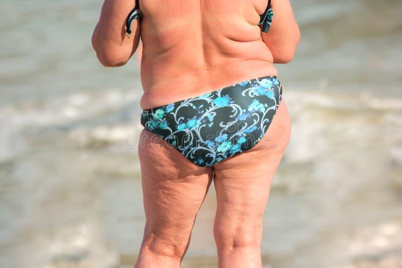 Opinião traseira a mulher excesso de peso fotografia de stock