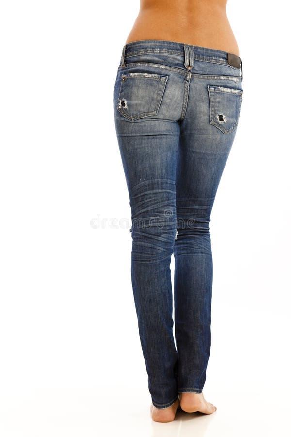Opinião traseira a mulher nas calças de brim imagens de stock