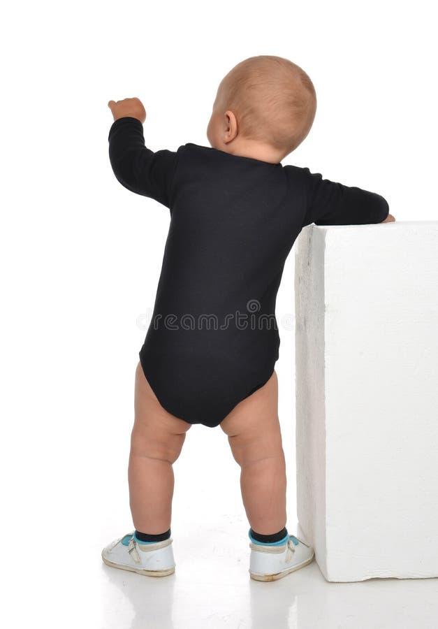 Opinião traseira o caucasian uma criança infantil da criança do bebê do ano stan imagem de stock royalty free