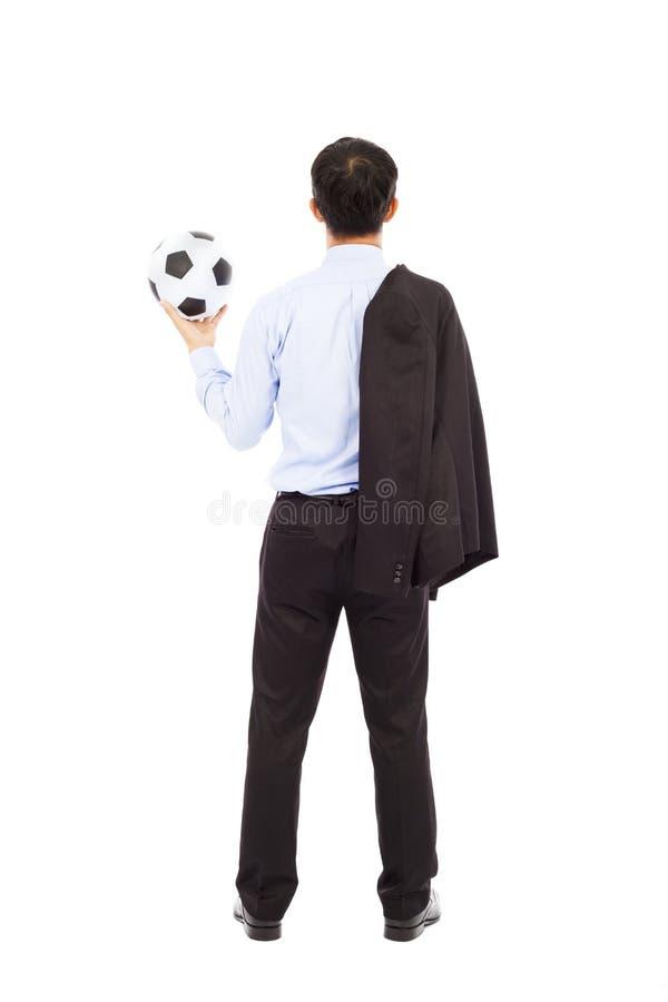 Opinião traseira o homem de negócio novo com bola de futebol foto de stock royalty free