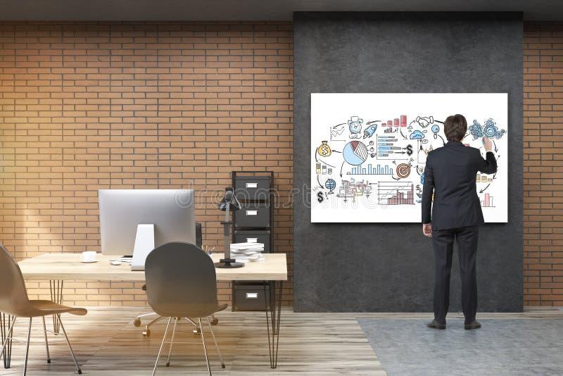 Opinião traseira o homem de negócios no terno preto que tira um po inspirador imagens de stock royalty free