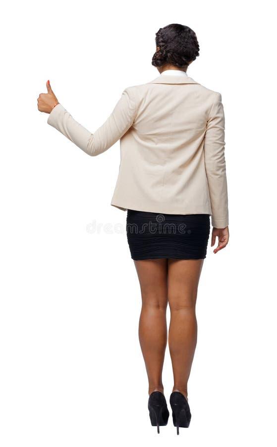 A opinião traseira uma mulher afro-americano no terno mostra o polegar acima imagem de stock royalty free