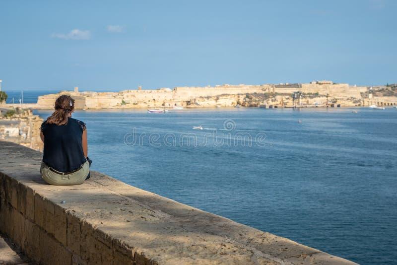 Opinião Valletta da mulher imagem de stock royalty free