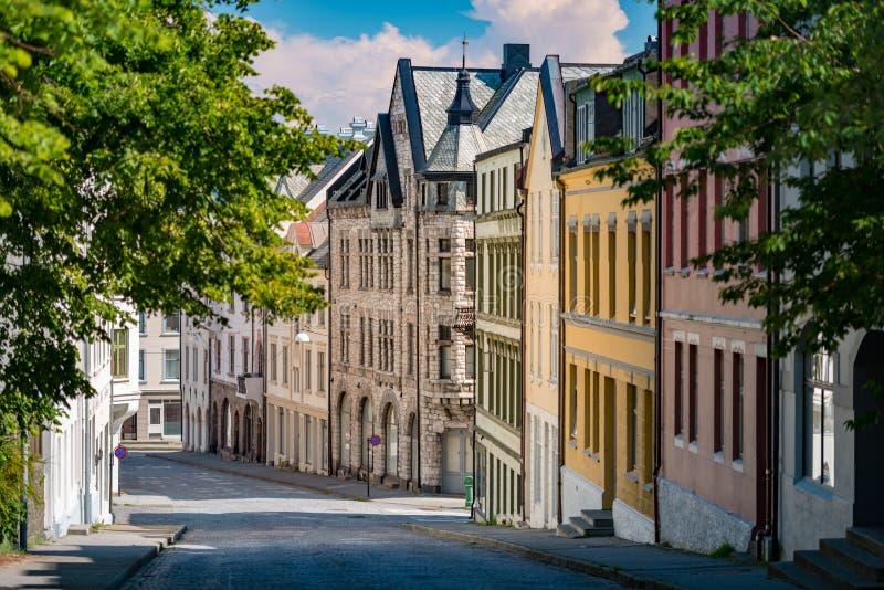 Opinião velha da cidade de Alesund Noruega, Escandinávia, Europa imagem de stock