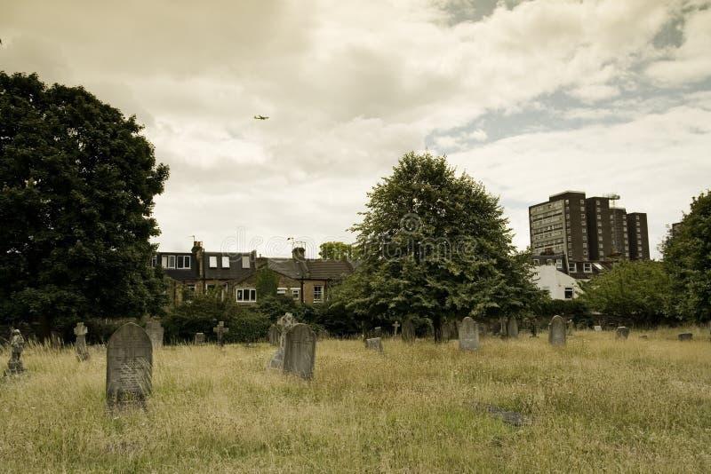 Opinião velha do cemitério em Londres fotografia de stock royalty free