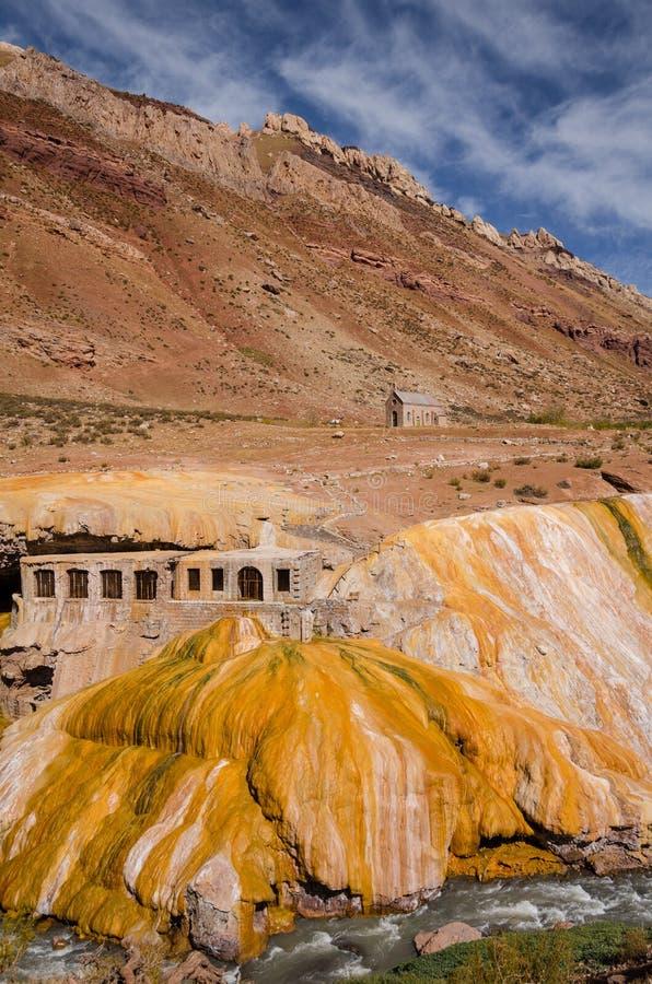 Opinião vertical Puente del Inca, Mendoza, Argentina fotos de stock royalty free