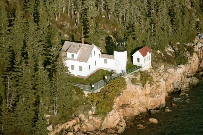 Opinión aérea Bass Harbor Head Lighthouse, parque nacional del Acadia, Maine, lado oeste de la isla desierta del soporte fotos de archivo libres de regalías