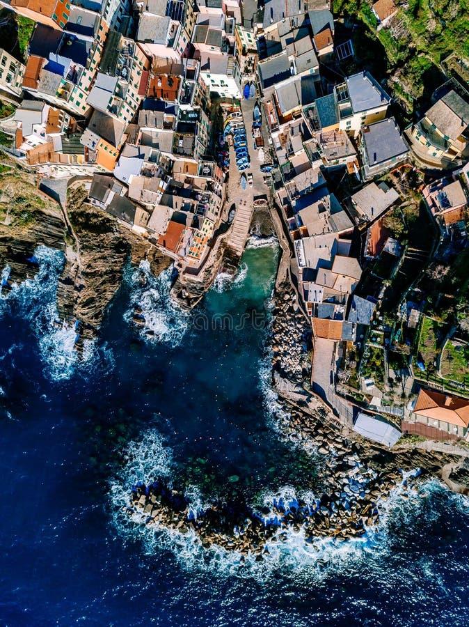 Opinión aérea Cinque Terre, Riomaggiore, Italia fotos de archivo