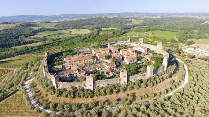 Opinión aérea de Beautiul de Monteriggioni, ciudad medieval de Toscana encendido foto de archivo libre de regalías