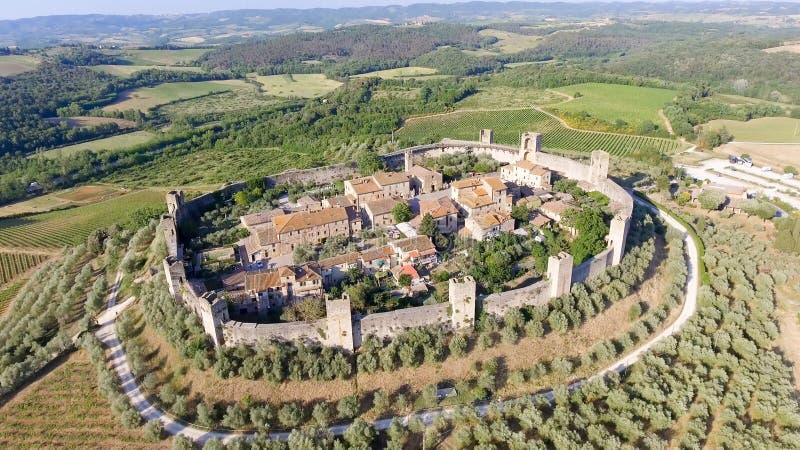 Opinión aérea de Beautiul de Monteriggioni, ciudad medieval de Toscana encendido fotografía de archivo libre de regalías