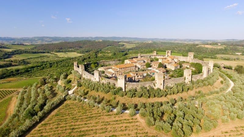Opinión aérea de Beautiul de Monteriggioni, ciudad medieval de Toscana encendido fotos de archivo libres de regalías