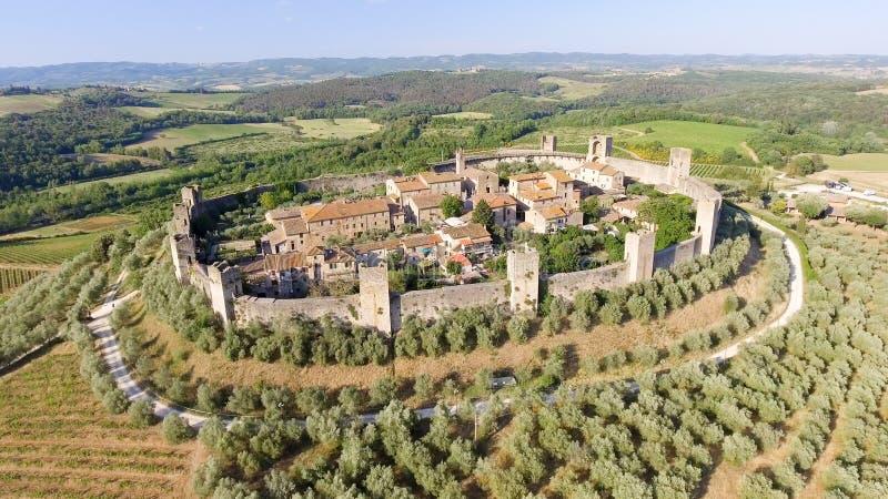 Opinión aérea de Beautiul de Monteriggioni, ciudad medieval de Toscana encendido imágenes de archivo libres de regalías
