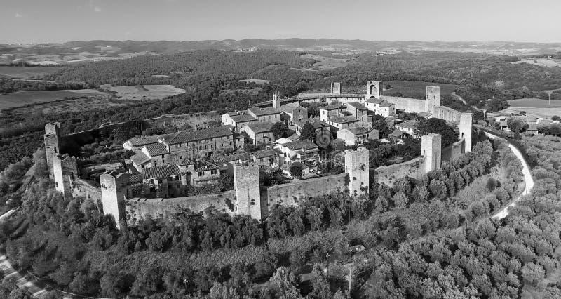 Opinión aérea de Beautiul de Monteriggioni, ciudad medieval de Toscana encendido imagen de archivo libre de regalías