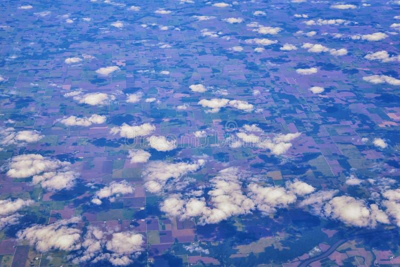 Opinión aérea de Cloudscape sobre los estados de cercano oeste en vuelo sobre Colorado, Kansas, Missouri, Illinois, Indiana, Ohio foto de archivo