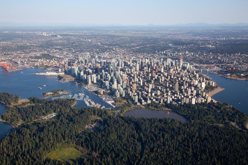 Opinión aérea de la ciudad céntrica de Vancouver imágenes de archivo libres de regalías