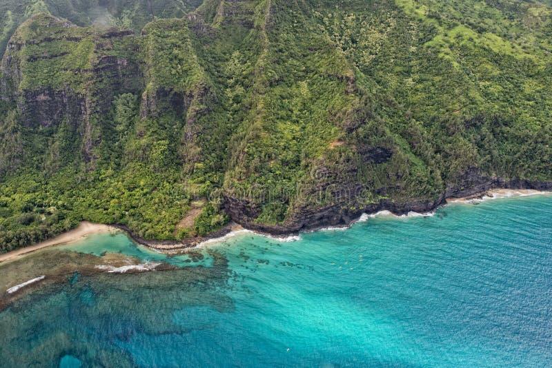 Opinión aérea de la costa del napali de Kauai foto de archivo libre de regalías