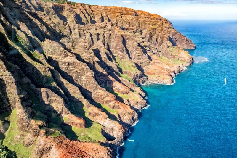 Opinión aérea de la costa del napali de Kauai fotos de archivo