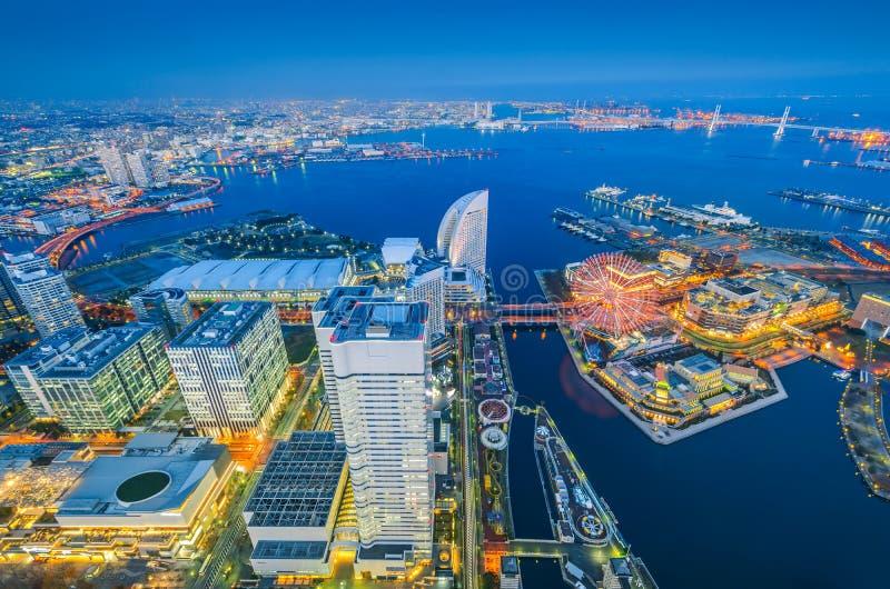 Opinión aérea de la noche del paisaje urbano de Yokohama en Minato Mirai foto de archivo libre de regalías